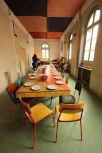 Image 1 - Grande table en formica