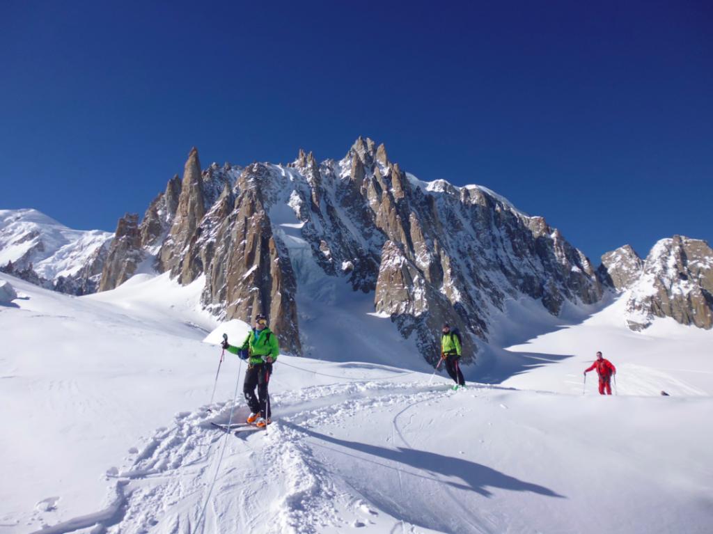 Descente-de-la-Vallée-Blanche-à-ski-Kazaden-1024x767